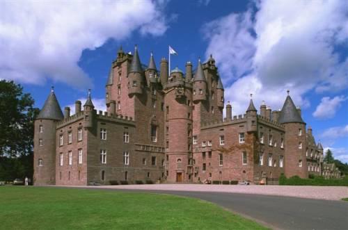 Glamis_castle1_b