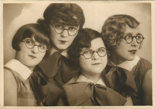 The fabulous spectacles sisters