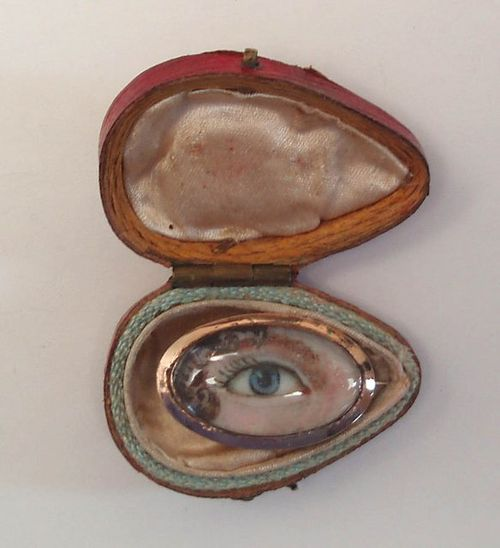 Loverqus eye - oval pin and box