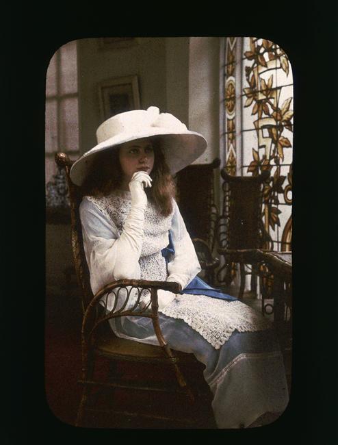 Henri Chouanard ~Portrait de jeune fille,autochrome 1907-1910 via RMN