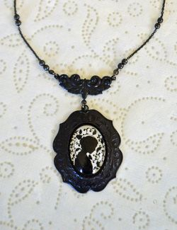 Jane eyre necklace new